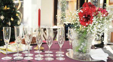 クリスマステーブルグラスのセッティング