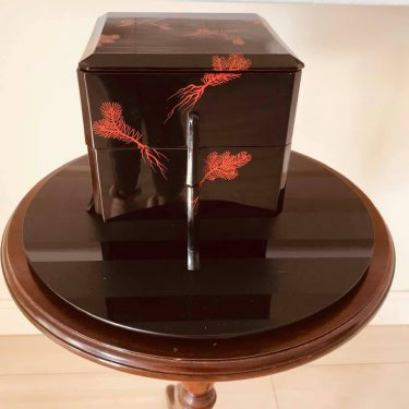 日本のお正月飾りお重箱