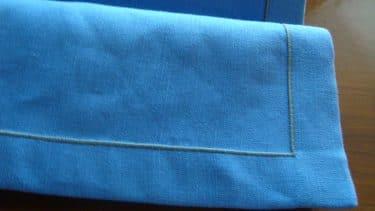 ペネロップのブルーのテーブルランナー