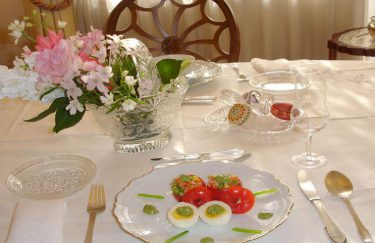 イースター料理のテーブルコーディネート